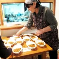 【日曜礼拝】(9) 礼拝後:月に一度おいしいカレーをいただきます!(300円~100円)